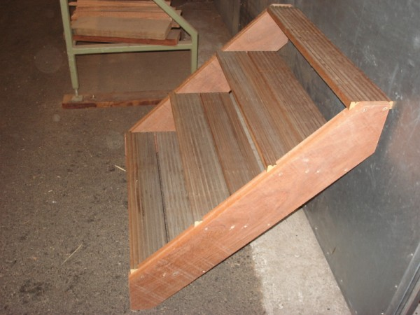 Trappen product willie 39 s hout haalbouw b v for Stootborden trap maken
